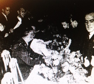 Autograph seekers crowd around the actors at the Movie Ball (photo from Arkansas Gazette)