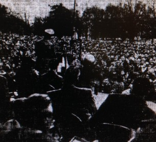 General MacArthur addressing several thousand in MacArthur Park.
